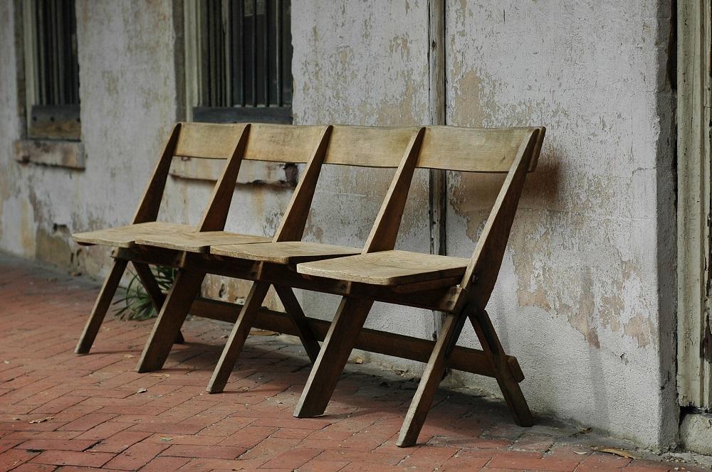 Drewniane krzesła gotowe do malowania